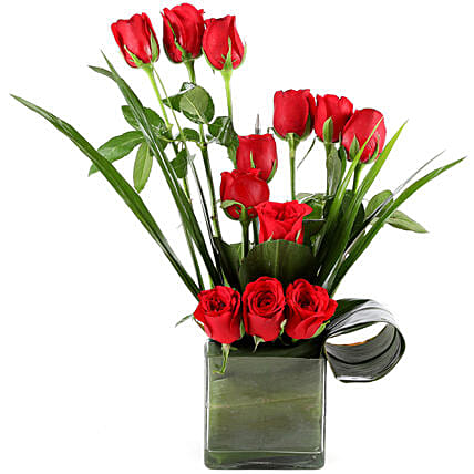 Beautiful Red Roses Vase Arrangement: Flower Arrangements
