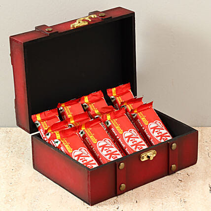 Box Of Kit Kat Chocolates: Gifts for Rose Day