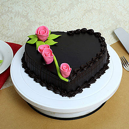 Delicious Heart Shaped Truffle Cake: Gifts for Hug Day