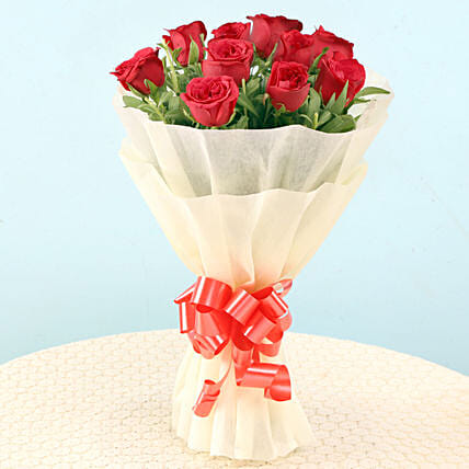 Elegant Red Roses: Flowers for Valentines Day