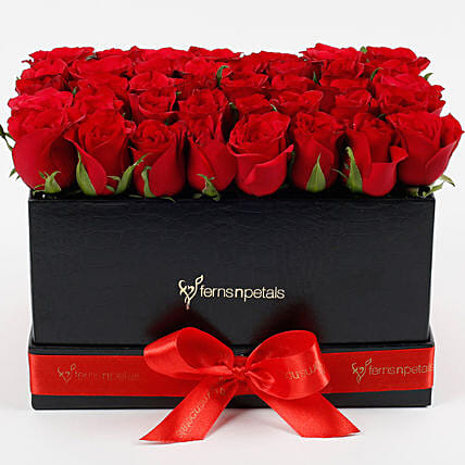 Резултат со слика за photoos of birthday women cosmetik sets and roses