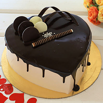 Heart Shaped Cream Chocolate Cake: Propose Day Gifts