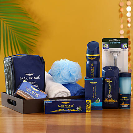 Pamper Him With Love: Gift Hampers