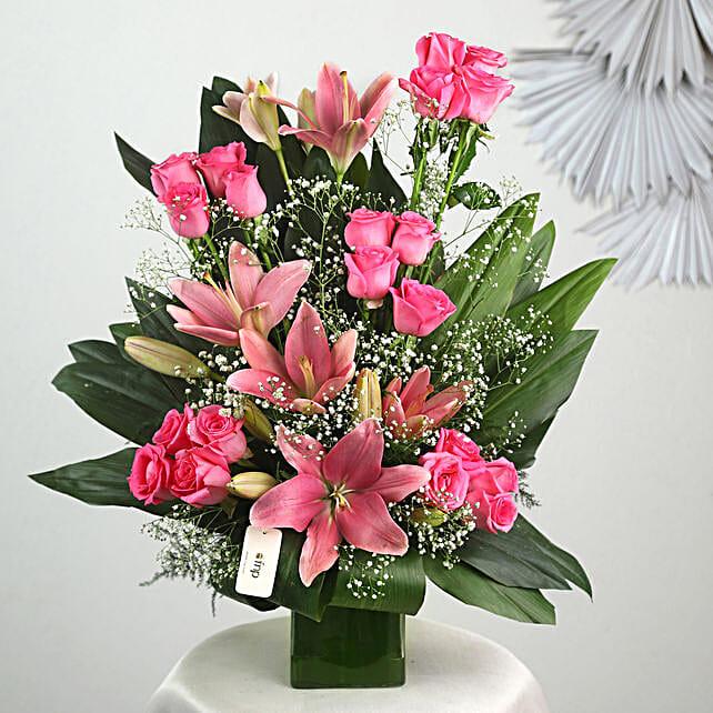 Pink Flowers Vase Arrangement: Fresh Flower Arrangement