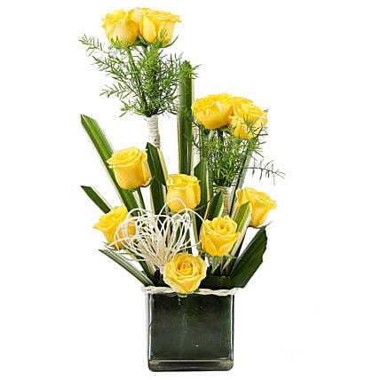 Yellow Paradise- 12 Yellow Roses in Glass Vase Vase Arrangements  sc 1 st  Ferns N Petals : arranging flowers in a glass vase - startupinsights.org