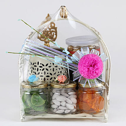 Snacks With Dried Fruit Hamper: Gift Hampers