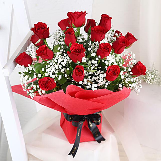 Graceful Roses Arrangement: Send Flowers for Parents Day