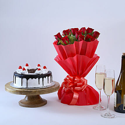 Black Forest & Flowers - Bouquet of 10 beautiful and 500 grams of black forest gifts
