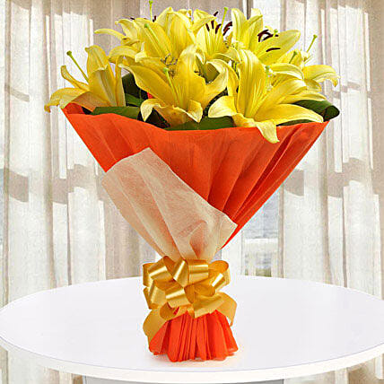 Yellow asiatic lilies bouquet