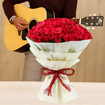Online Musical Combo With Red Roses Bouquet