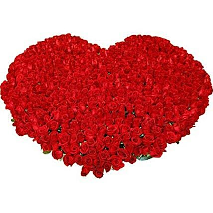 Lovers Special - Hearshape arrangement of 1000 Red Roses.