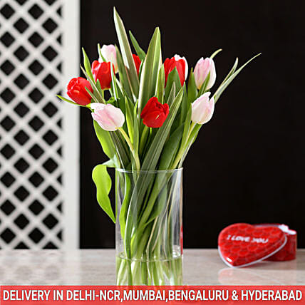 exclusive red and pink tulips glass vase arrangement online
