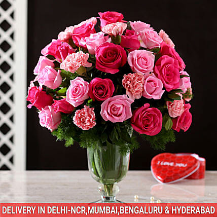 online exclusive roses n carnation glass vase arrangement